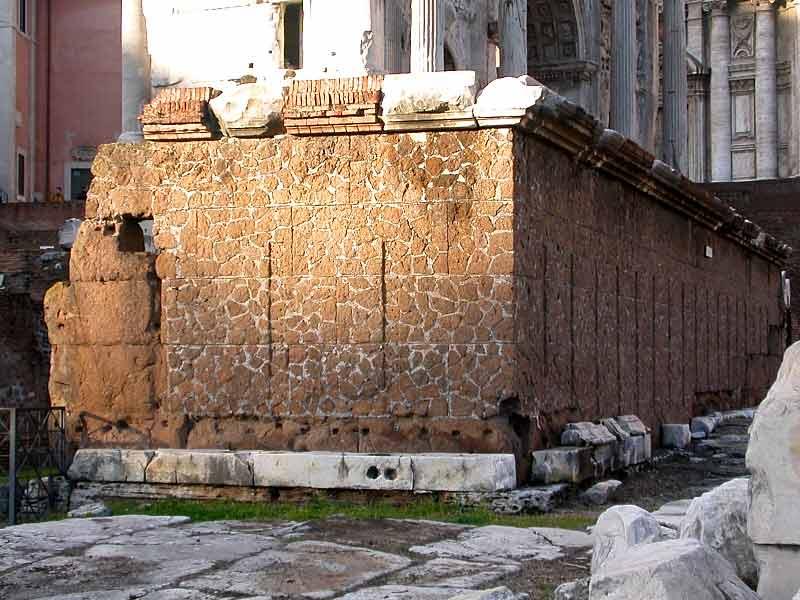 древняя ростра на римском форуме