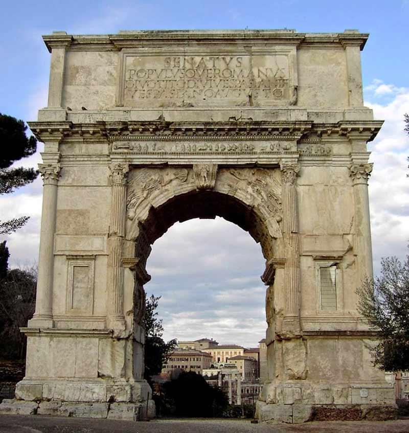древняя арка тита на форуме в риме