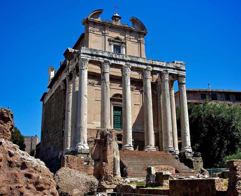 древний храм антонина и фаустины в риме на форуме