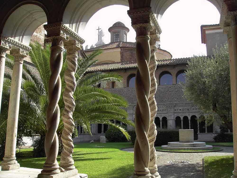 Базилика Сан Джованни ин Латерано Рим Латеранский собор внутренний дворик латеранской базилики