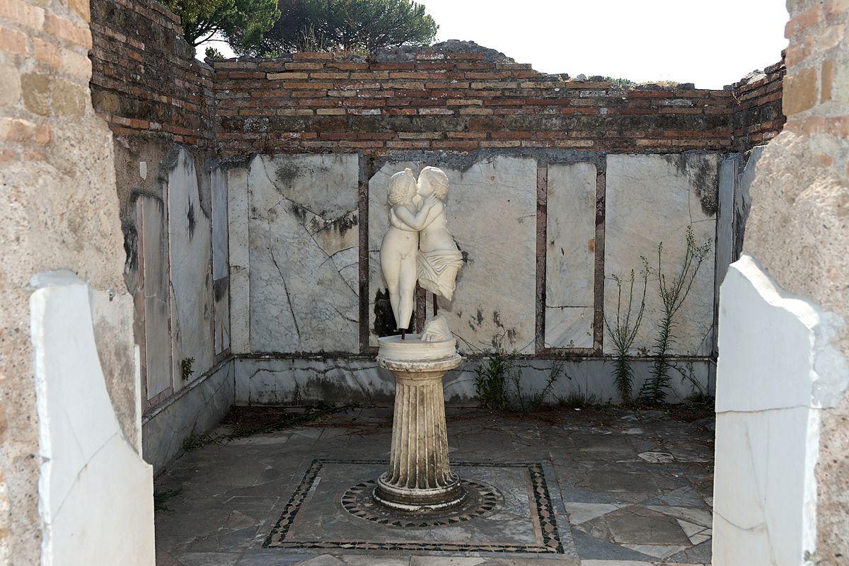 1200px-Domus_di_Amore_e_Psiche_Ostia_Antica_2006-09-08_n2