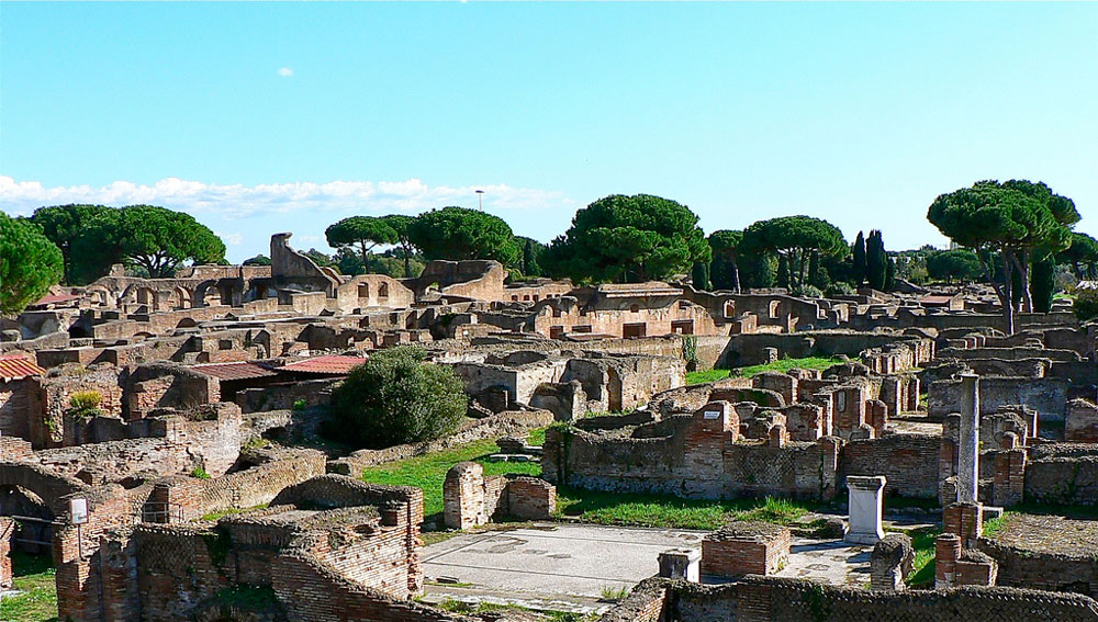 de ostia antica Ostia antica is a large archeological site, close to the modern suburb of ostia, that is the location of the harbour city of ancient rome, 15 miles southwest.