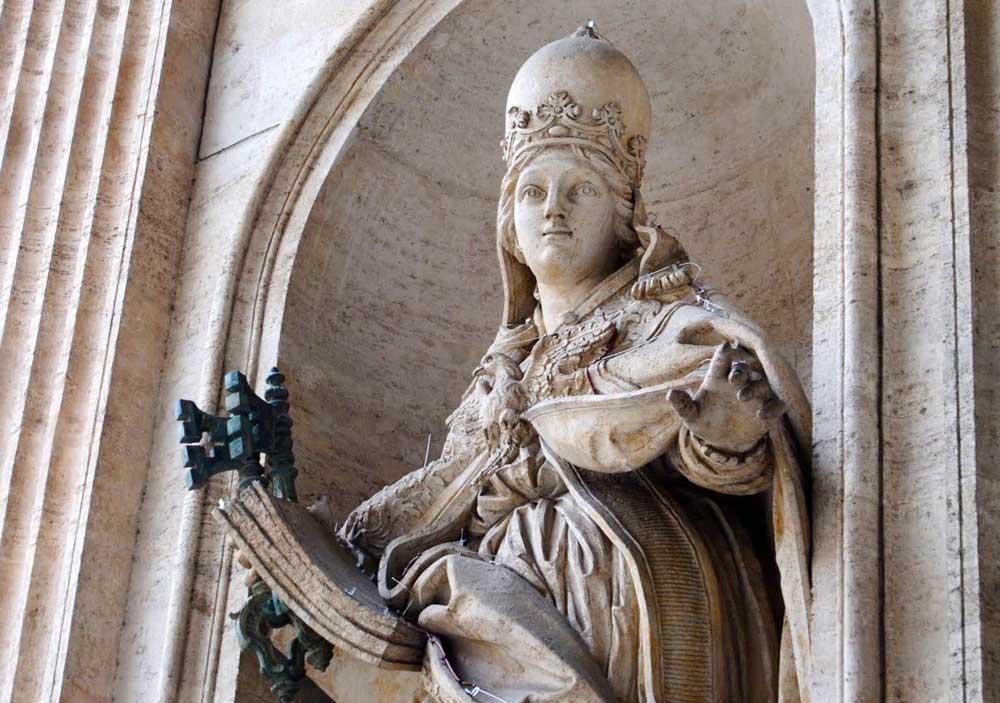 papacy-ioanna-statue