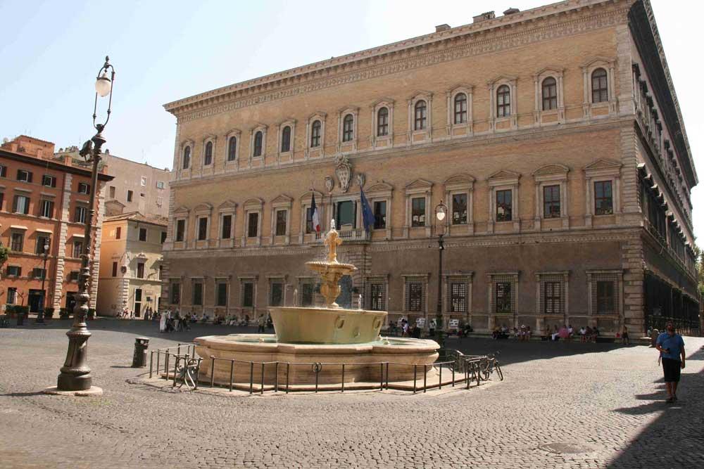 палаццо Фарнезе площадь Фарнезе посольство Франции в Риме