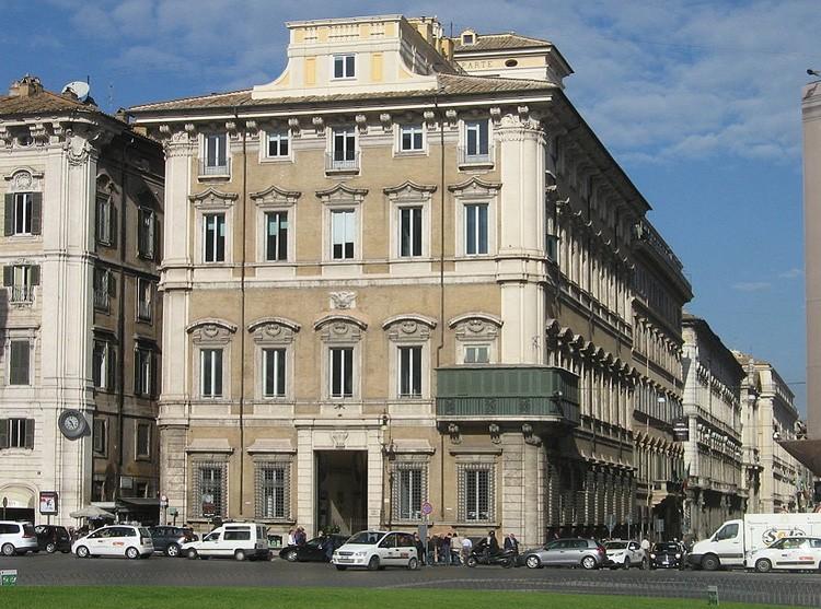 Дворец Бонапарта Рим, Пьяцца Венеция
