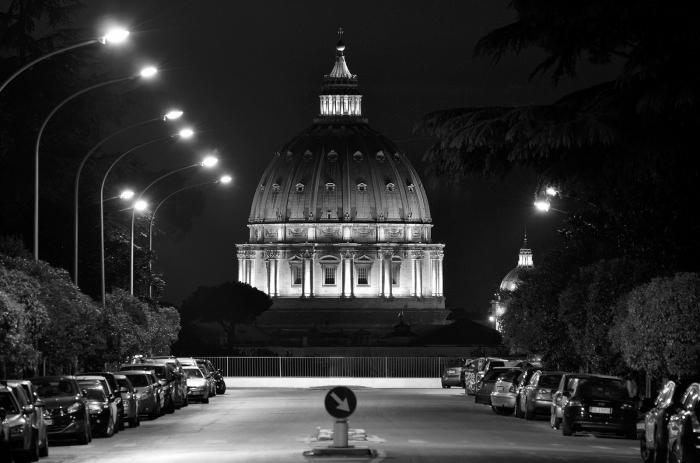 купол собор святого петра базилика сан пьетро оптические иллюзии обман зрения рим улица пикколомини