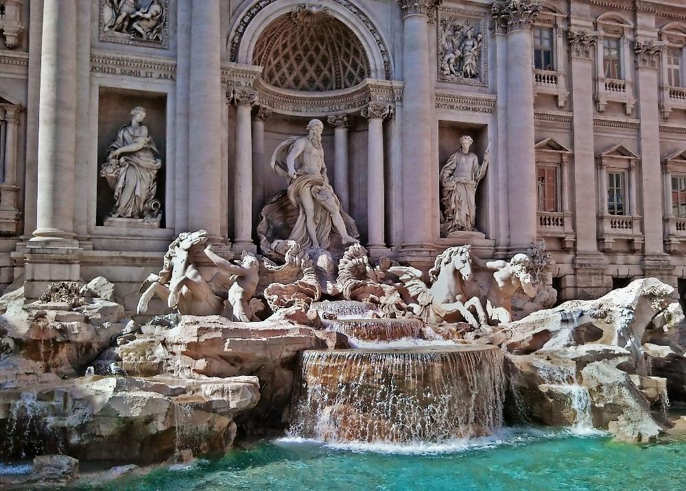 римский фонтан треви в деталях