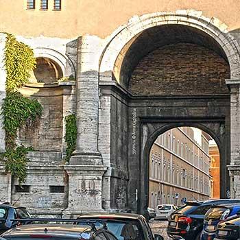 Порта Санто Спирито - история и описание