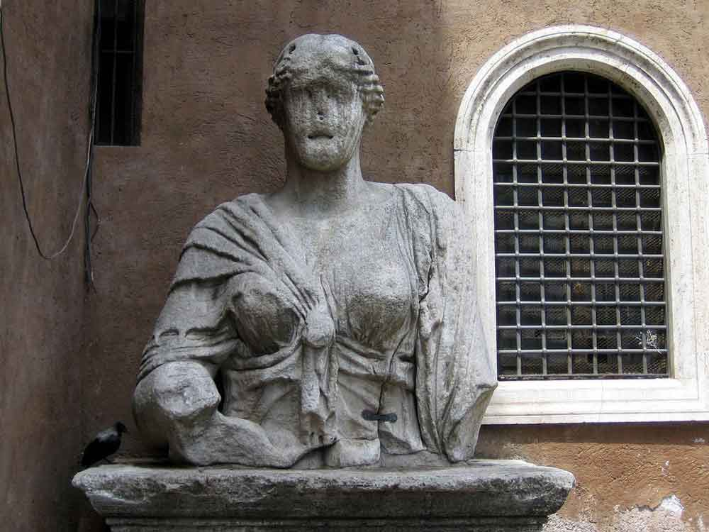 Говорящая статуя в риме мадам лукреция палаццо венеция