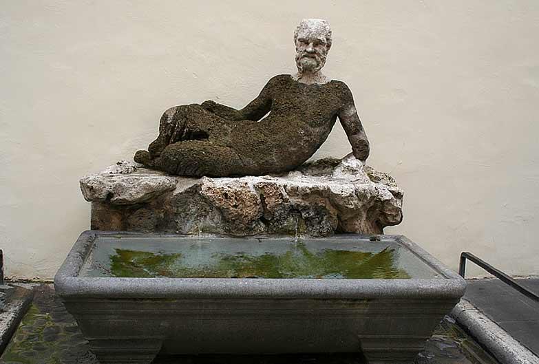 скульптура бабуина в риме фонтан