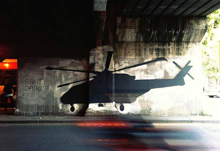 стрит арт черный вертолет рим