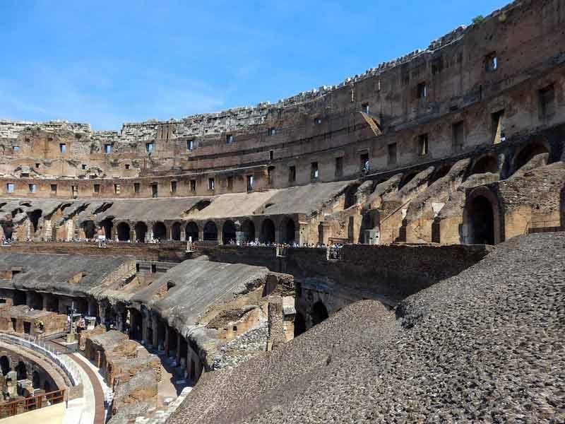 римский амфитеатр колизей внутри