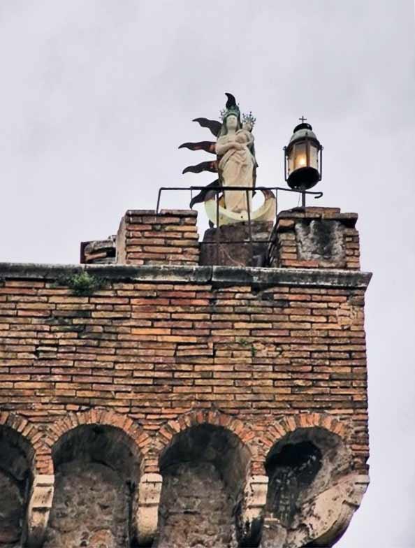Обезьянья башня фрагмент мадонна