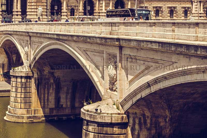 мост Умберто I в Риме пилон