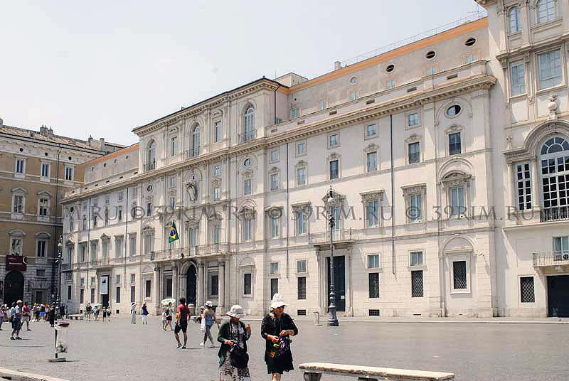 Палаццо Памфили на Пьяцца Навона Рим