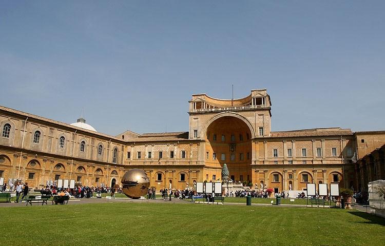 Двор бельведера Ватикан